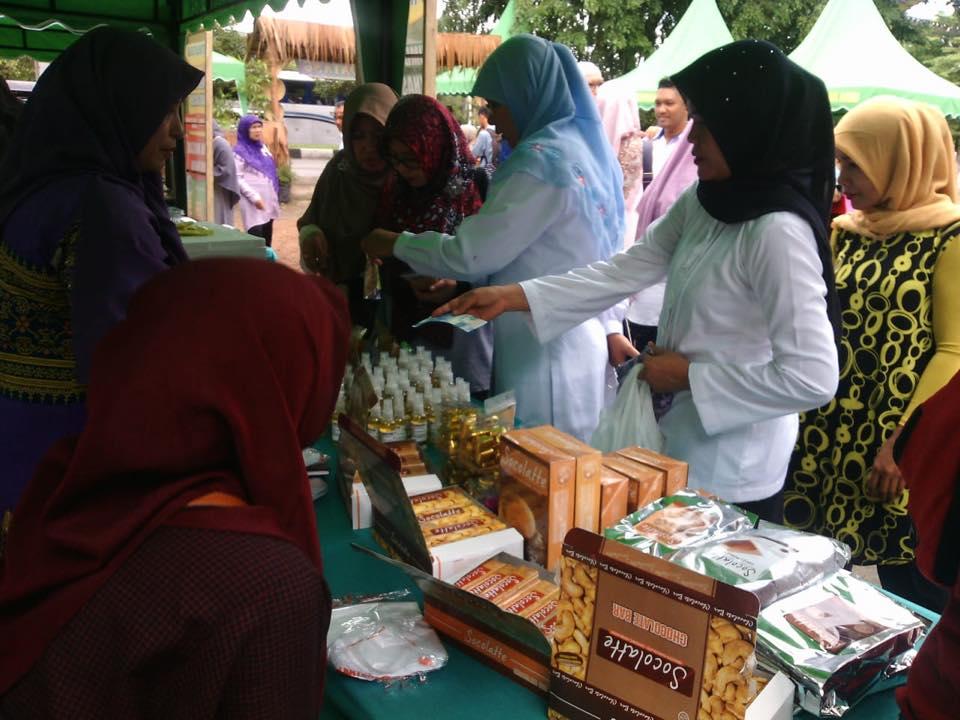 Rumas Sehat FA membuka Stand di Event Pasar Tani Aceh 2018-6